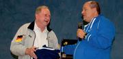 Wolfgang Rossa (links) empfängt die Dankesworte der ESAB durch den Leiter der Verbandlichen Bildung Morten Gronwald